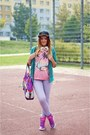Forest-green-cropp-hat-purple-puma-bag-hot-pink-puma-sneakers