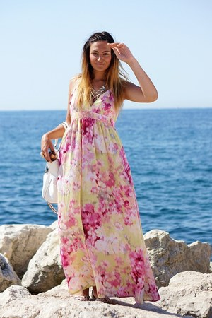 bubble gum H&M dress - ruby red House of Mima necklace