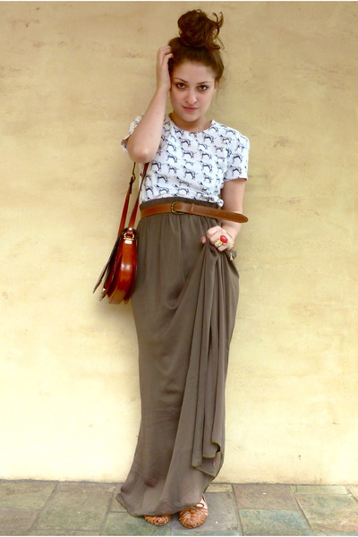 9338ff338 olive green maxi Ally skirt - brown vintage bag - white vintage t-shirt