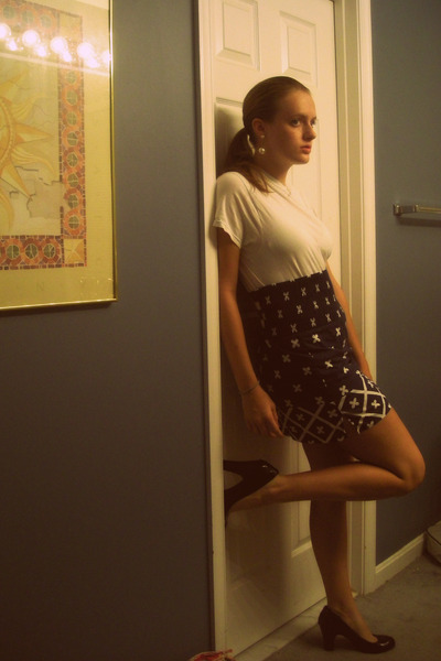 Fruit of the Loom skirt - Urban Outfitters top - Rampage shoes - Forever21 earri