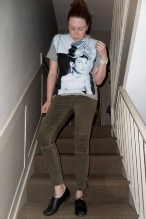 black Clarks shoes - heather gray Versus x Christopher Kane t-shirt - army green
