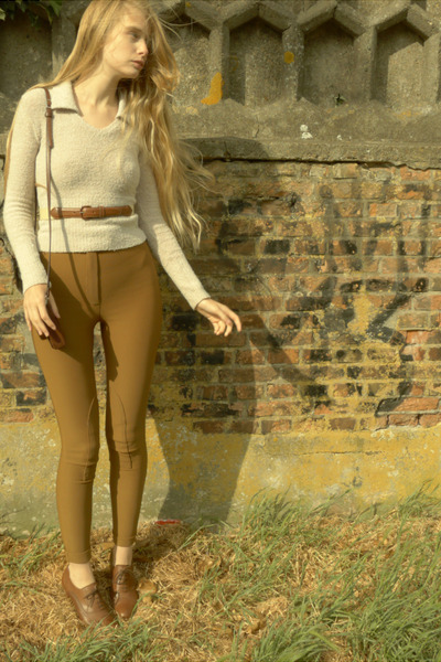 brown Cecil boots - ivory vintage sweater - dark khaki American Apparel pants -