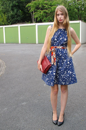 navy Zara dress - brick red vintage bag - burnt orange vintage belt