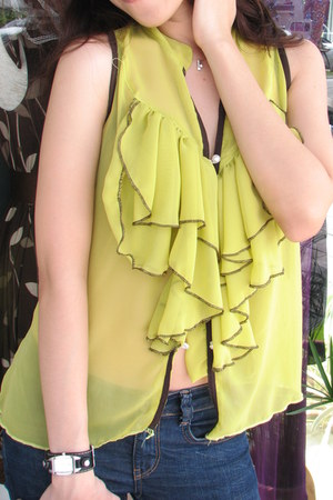 lime green sleeveless Forever 21 top