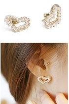 Gold-pearl-heart-mychickpea-earrings
