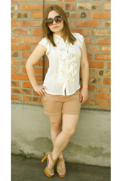cream blouse - beige shorts - beige heels - crimson glasses