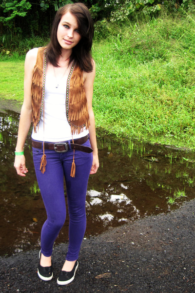 brown fringe vest - black flats shoes - purple skinny Bull Head jeans