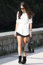 H&M boots - Mango shirt - Primark bag - H&M shorts