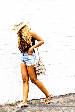 black brandy melville shirt - tan Zara bag - sky blue Levis shorts