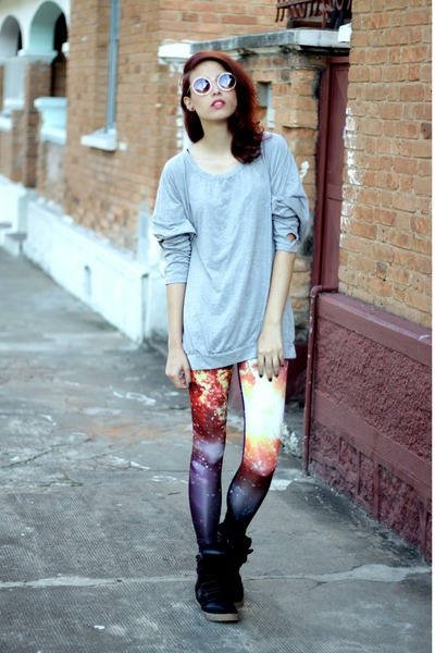 red galaxy romwe leggings - brown round romwe sunglasses - black Qix sneakers