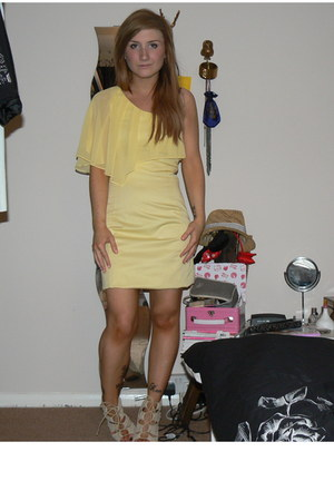 light yellow one shoulder Oasis dress - beige Belle & Mimi shoes