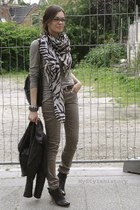 black pistol leather Tango boots - off white animal print H&M scarf - dark khaki