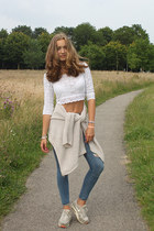 navy ripped abercrombie and fitch jeans - white lace Gilly Hicks top