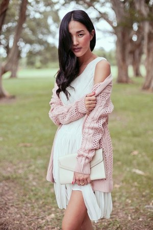 light pink cardigan - white dress - ivory bag