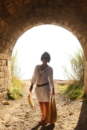 mustard sun hat hat - mustard flat sandals flats - white beach kaftan blouse