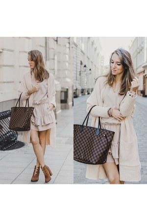 classy Louis Vuitton bag