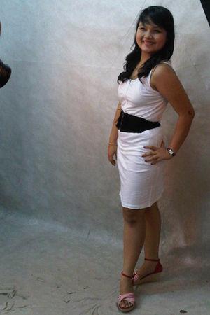 white dress - black belt - red shoes