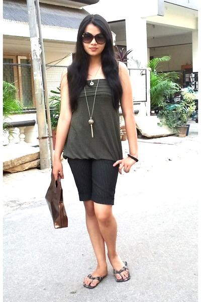 dark brown ITS bag - black idee sunglasses - heather gray Splash necklace - blac