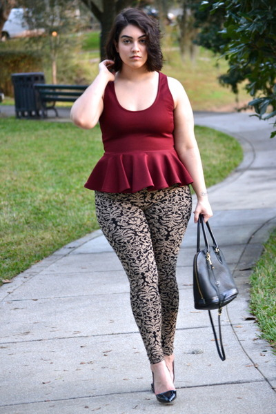 gold leggings - maroon top