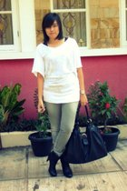 Forever21 shirt - random top - Logo jeans - Zara boots