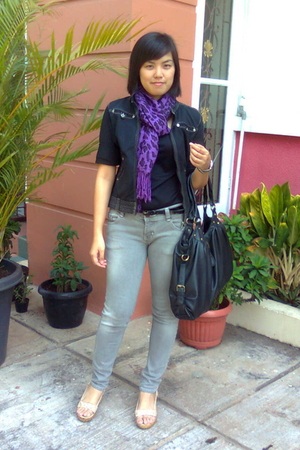 Pashmina scarf - arnessio jacket - Logo jeans - Mphosis belt - Marie Claire shoe