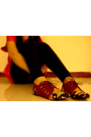 red kulkith shoes