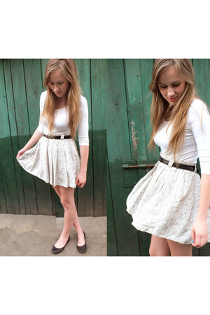 dark khaki skirt - eggshell shirt