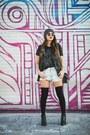 Black-sperry-boots-black-dailylook-socks-black-rayban-sunglasses