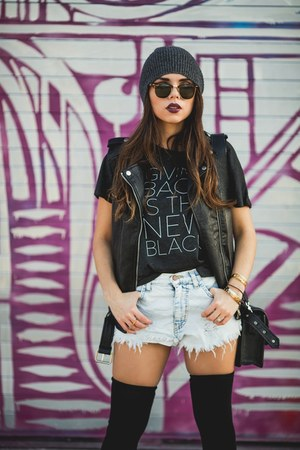 black sperry boots - black Dailylook socks - black rayban sunglasses