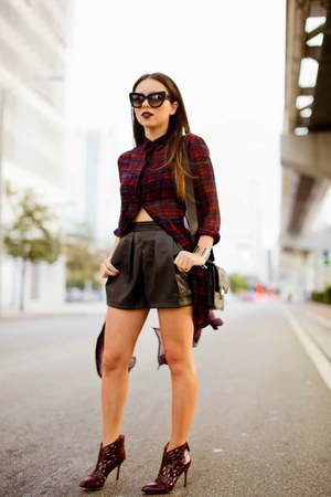 crimson Nine West shoes - crimson Dailylook dress - black H&M shorts