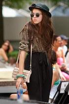 black vintage hat - neutral Globo bag - black vintage sunglasses