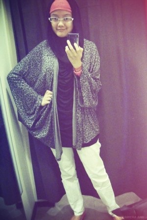 heather gray Zara cardigan - black unbranded shirt - white Graphis pants