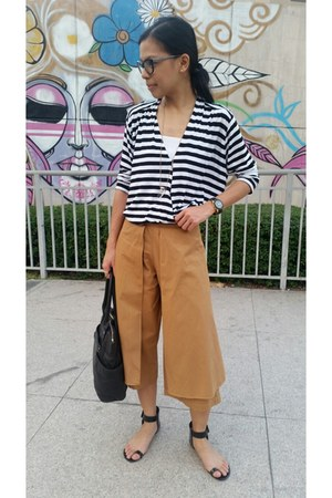 black leather Marc by Marc Jacobs bag - brown culottes Seek the Uniq pants