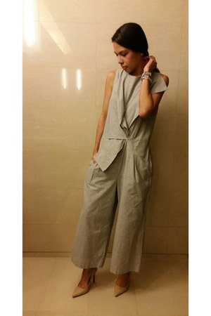neutral leather pumps Mango heels - heather gray jumpsuit Seek the Uniq jumper