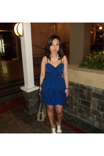 blue sweetheart Forever 21 dress - white stella luna heels
