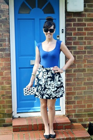 blue Bershka t-shirt - off white floral print Primark skirt