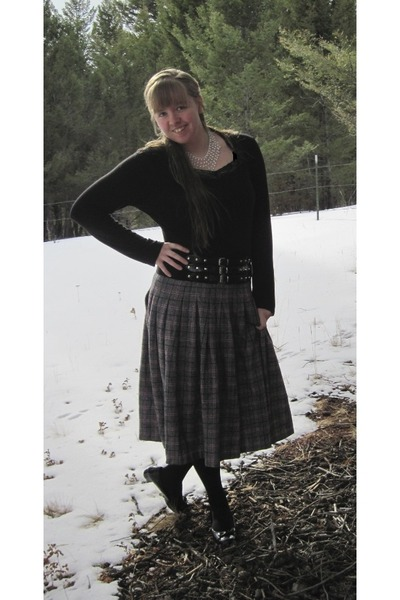 plaid wool Middleton skirt - black decree shirt