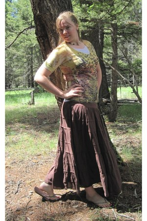 dark brown brown thrifted skirt - yellow yellow American Eagle shirt