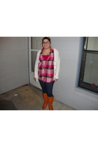 beige cardigan - pink top - pink shirt - blue leggings - brown boots - beige acc