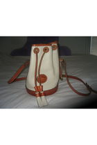 brown Dooney&Bourke purse