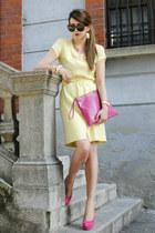light yellow Pierre Cardin dress - hot pink Coccinelle bag