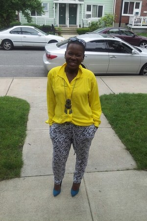 yellow cotton blouse thrifted blouse - blue unknown shoes - black f21 pants