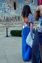blue skirt - black bag - black flats - blue t-shirt
