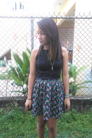 black cropped I MADE IT top - floral Forever 21 skirt