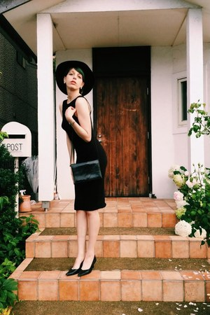black point toed shoes - black pencil dress vintage dress - black sunhat hat