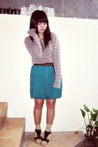 beige Thrift Store top - green NyLa skirt - black Austin shoes