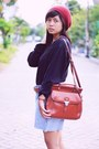 Ruby-red-local-store-hat-black-uniqlo-sweater-burnt-orange-vintage-bag