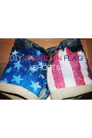 delias shorts
