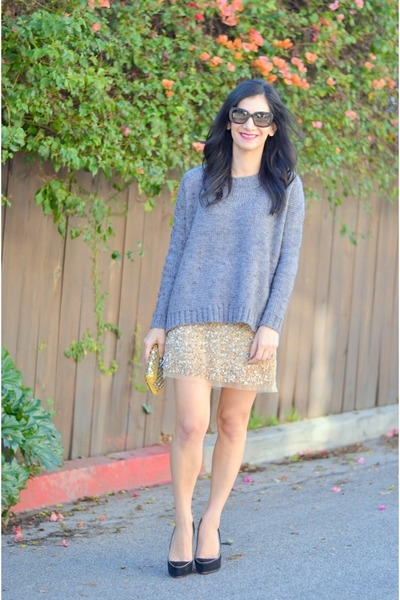 gold Zara skirt - heather gray madewell sweater - mustard Betsey Johnson bag