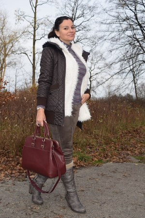 clockhouse vest - Catwalk boots - Express jacket - c&a bag - Domenica t-shirt
